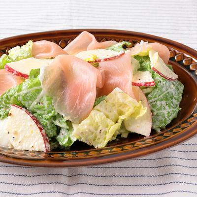シャキシャキ白菜とりんごの生ハムシーザーサラダ