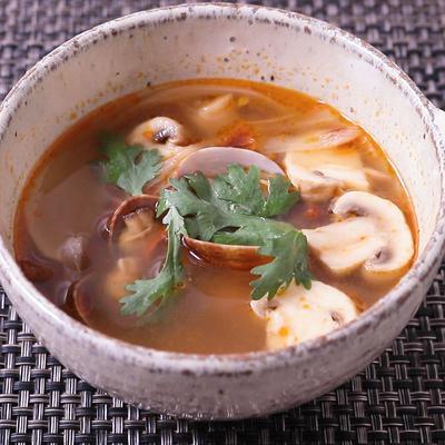 アサリとドライトマトのトムヤム風スープ