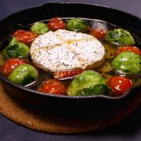 芽キャベツとプチトマトのチーズ入りアヒージョ