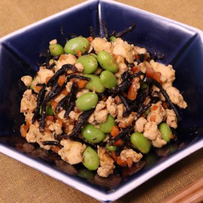 ごはんに合う!枝豆とひじきの豆腐煮込み