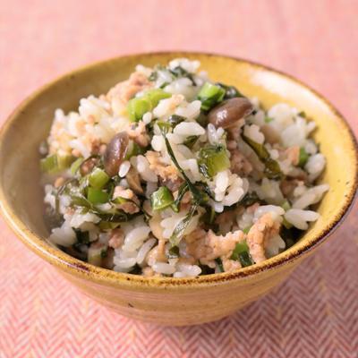 ごま油香る野沢菜としめじの混ぜご飯
