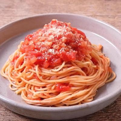 トマト缶で作るシンプルパスタ