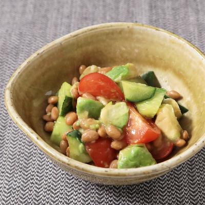 スプーンで食べる 納豆とアボカドの和風サラダ
