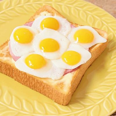 うずらの卵でドットトースト