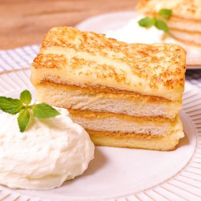 層になったピーナッツバターフレンチトースト