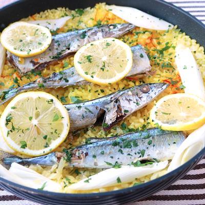 フライパンで 秋刀魚と長ねぎのさっぱりパエリア