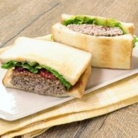 豆腐ハンバーグのサンドイッチ