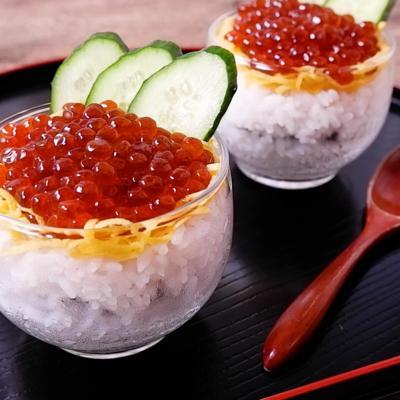 たっぷりいくらのカップ寿司