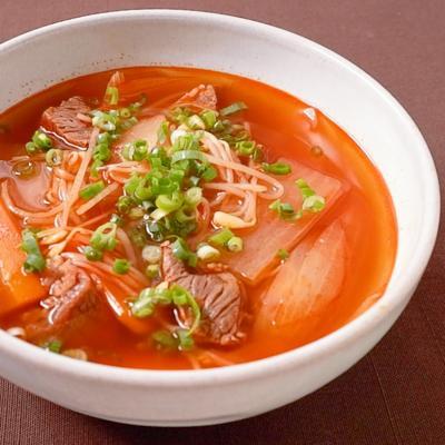 牛すね肉の韓国風ピリ辛スープ