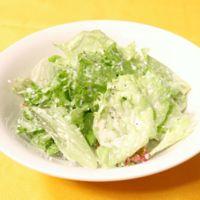 レタスと粉チーズのサラダ