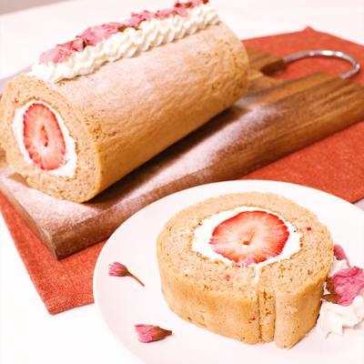 春が待ち遠しい!桜香るロールケーキ