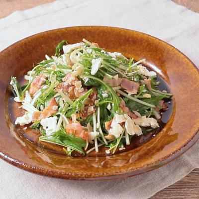 クラッカーが決め手 水菜のサラダ