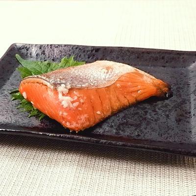 鮭ハラスのレモン塩麹漬け焼き