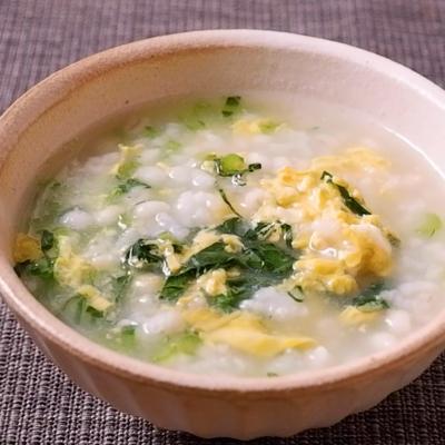 ふわふわ卵と小松菜のもち麦粥