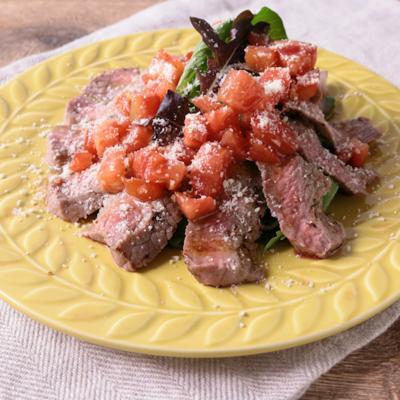 たっぷりフレッシュトマトで 牛肉のタリアータ