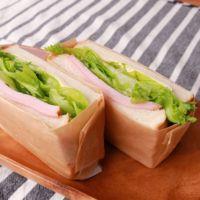レタスたっぷりボリューミーサンドイッチ