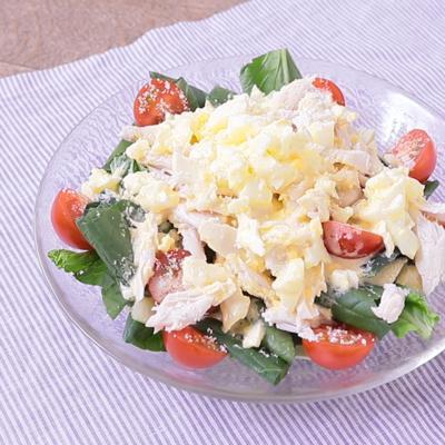 鶏ささみと小松菜のわさびタルタルサラダ