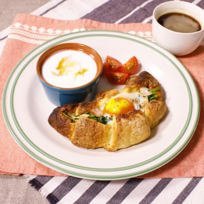 オシャレ朝食 クロワッサンのエッグボード