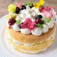 チーズクリームのエディブルフラワーケーキ