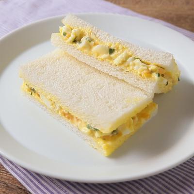 ブロッコリースプラウトとたまごのサンドイッチ