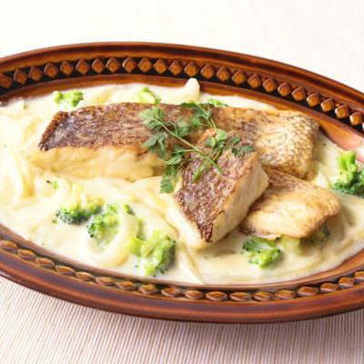 鯛のソテー ホワイトソースを添えて
