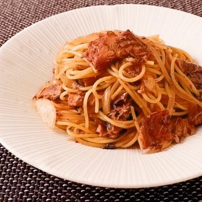 サバ味噌煮缶と玉ねぎのめんつゆスパゲティ