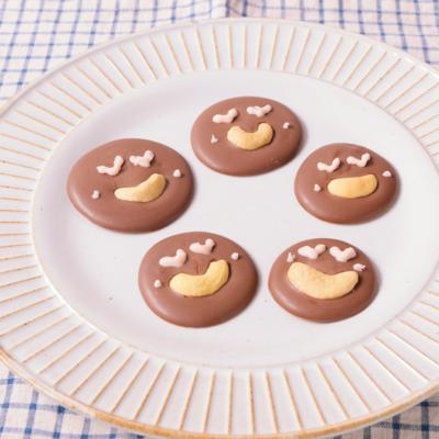 カシューナッツでニコニコチョコレート