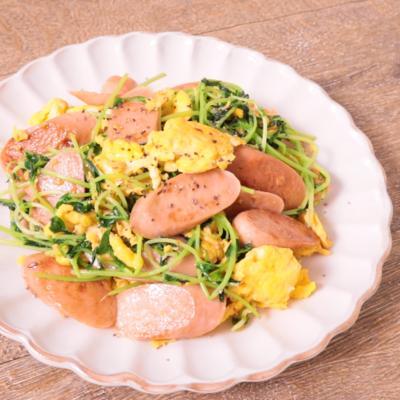 魚肉ソーセージと豆苗のガーリックバター炒め
