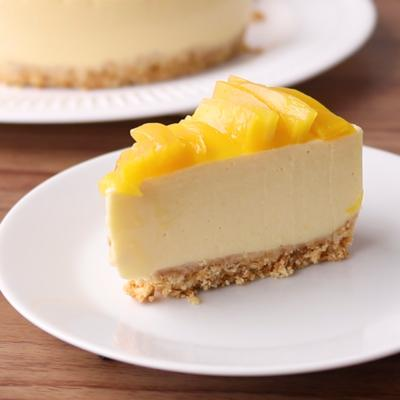 たっぷり濃厚マンゴーのレアチーズケーキ