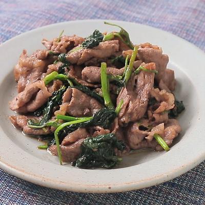 牛こま肉とモロヘイヤの炒め物