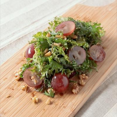 ぶどうとベビーケールのサラダ