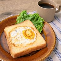 ワンパンで朝ごはん くり抜き食パンハムエッグ