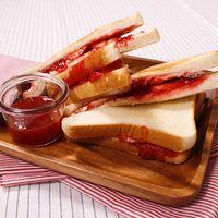 レンジで簡単!手作りイチゴジャムサンドイッチ