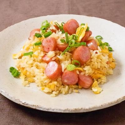 マヨネーズで卵とウインナーのパラパラチャーハン