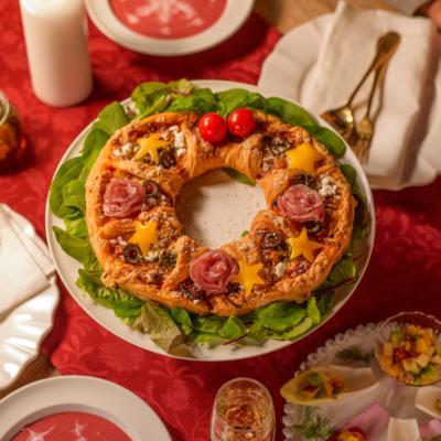 パイシートで簡単!ハーブオイル香るリースピザ