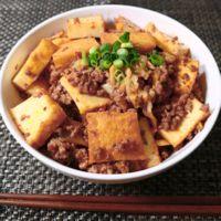 豚ひき肉と厚揚げのキムチ炒め丼
