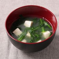 春菊と豆腐の味噌汁