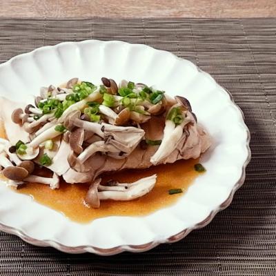 レンジで簡単に鶏むね肉の和風キノコ蒸し