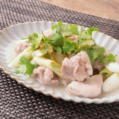 鶏もも肉と長ねぎのエスニック風レモン煮込み