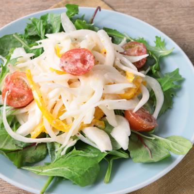 カラフル 新玉ねぎのヨーグルトサラダ
