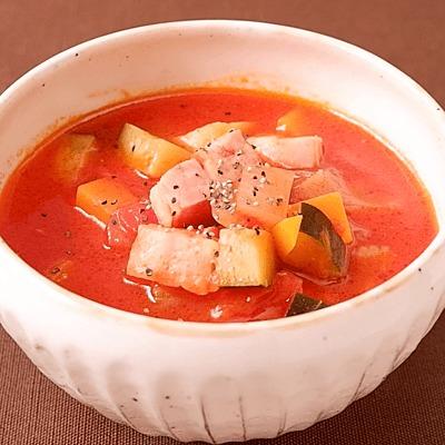 ズッキーニとベーコンのトマトスープ