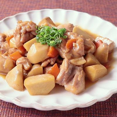 里芋と鶏もも肉のバター醤油炒め煮