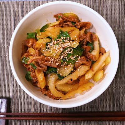 牛肉とセロリのピリ辛炒め丼