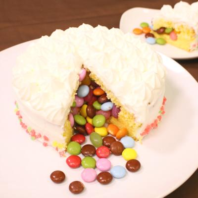 切ってビックリ!おかしなかくれんぼケーキ