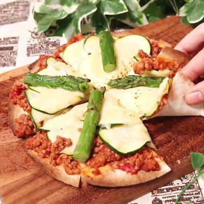 パリパリ生地のズッキーニピザ