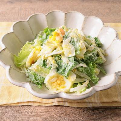 グリーンリーフとゆで卵のシンプルサラダ