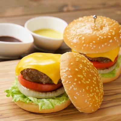 ジューシーパティのチーズバーガー 2種のソース