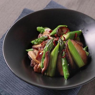 ごま油香る アスパラと椎茸炒め