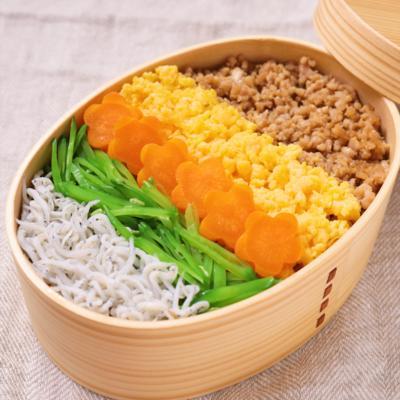 お弁当に 鶏そぼろのカラフル5色丼