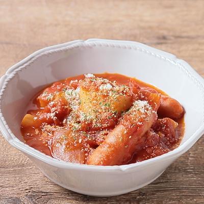 じゃがいもとソーセージのトマト煮